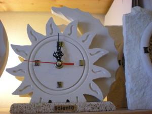 orologio d'appoggio modello sole e luna con base in carparo